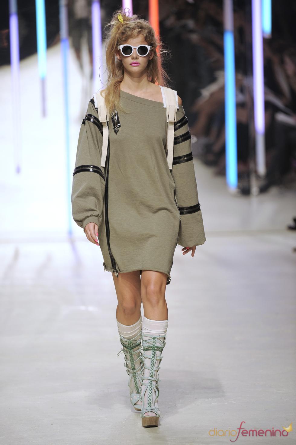 Vestido con cremalleras de Topshop 2010