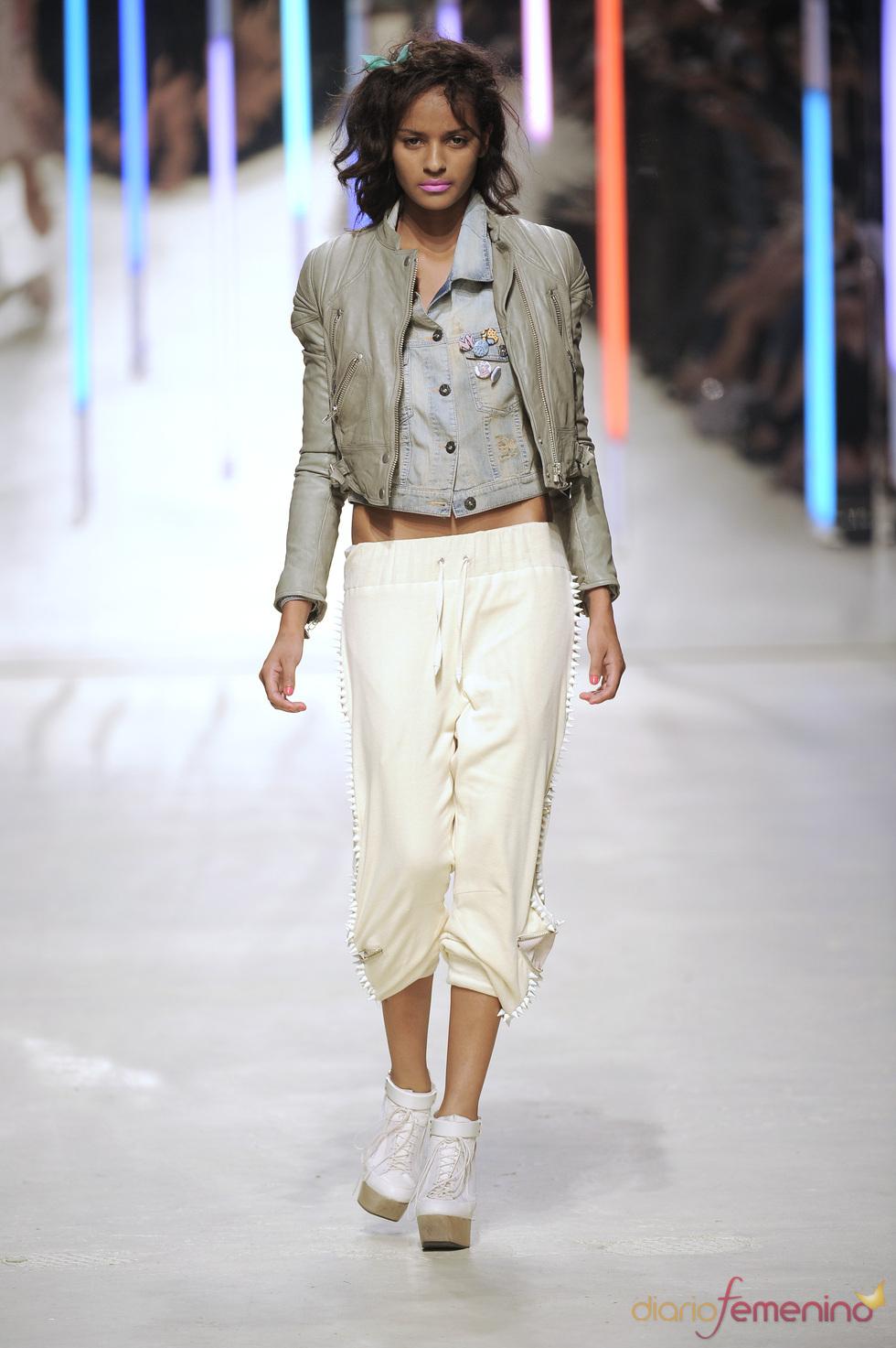 Pantalón de pinchos de Topshop 2010