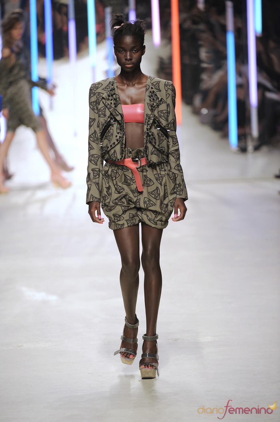 Conjunto de chaqueta y shorts de Topshop 2010