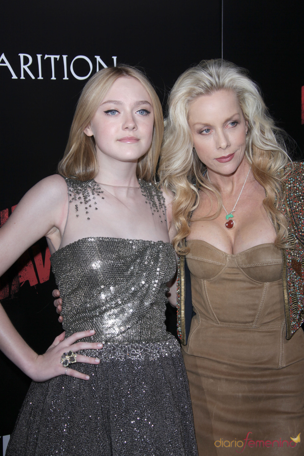 Dakota Fanning y Cherie Currie en la premiere de 'The Runaways'