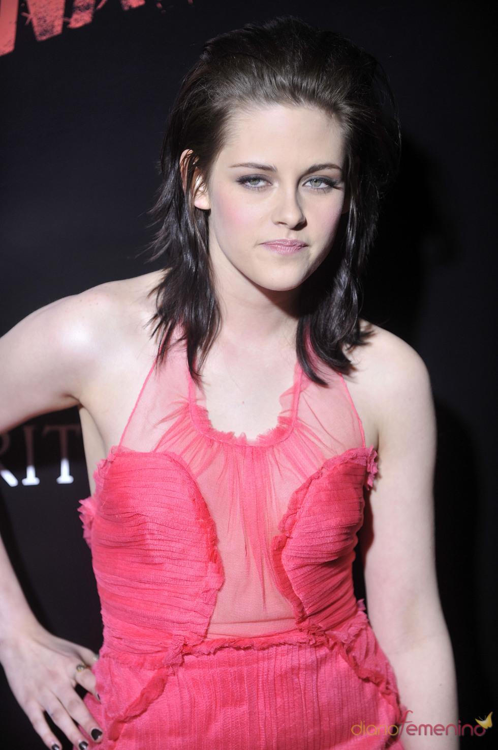 Stewart con vestido de Doo.ri en la premiere de 'The Runaways'