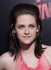 Kristen Stewart, simpática con la prensa en la  premiere de 'The Runaways'