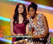 Keke Palmer y Miranda Cosgrove en los Kids Choice 2010