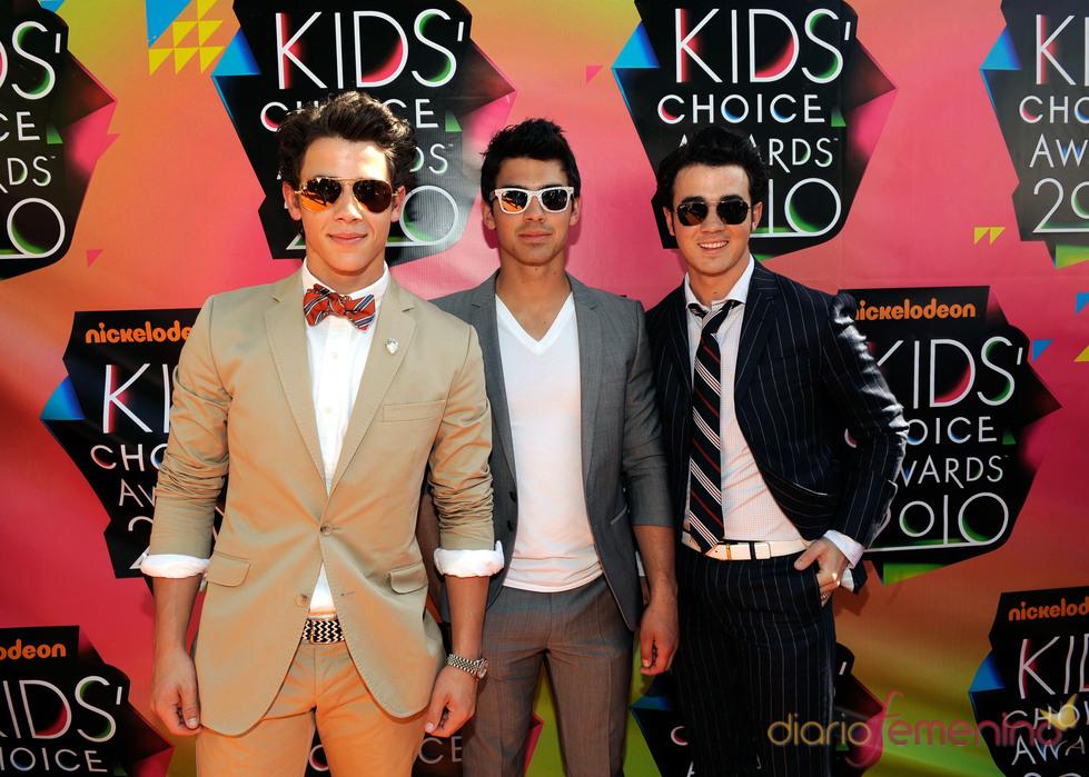 Nick Jonas, Kevin Jonas y Joe Jonas con gafas de sol