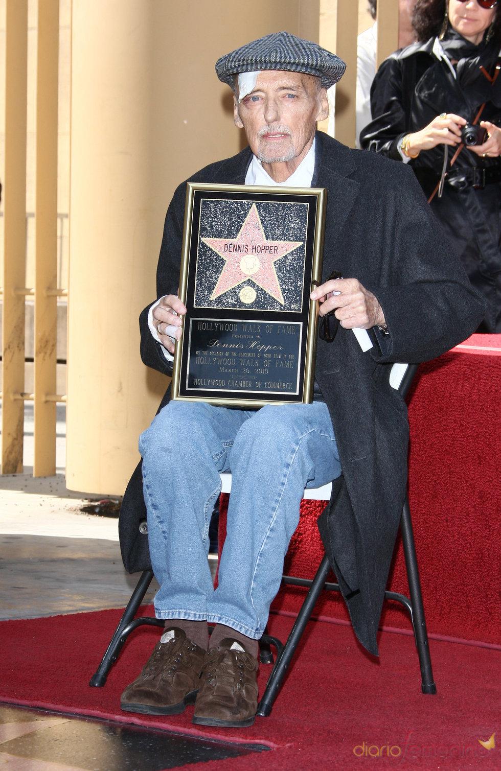 Dennis Hopper recibe su estrella del paseo de la fama