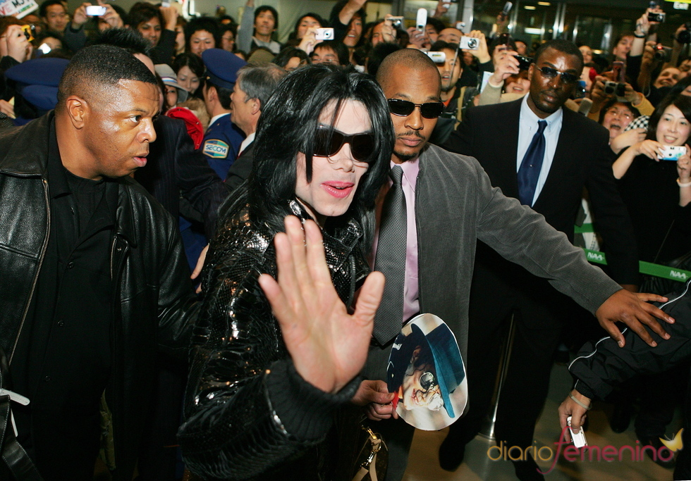Michael Jackson saluda