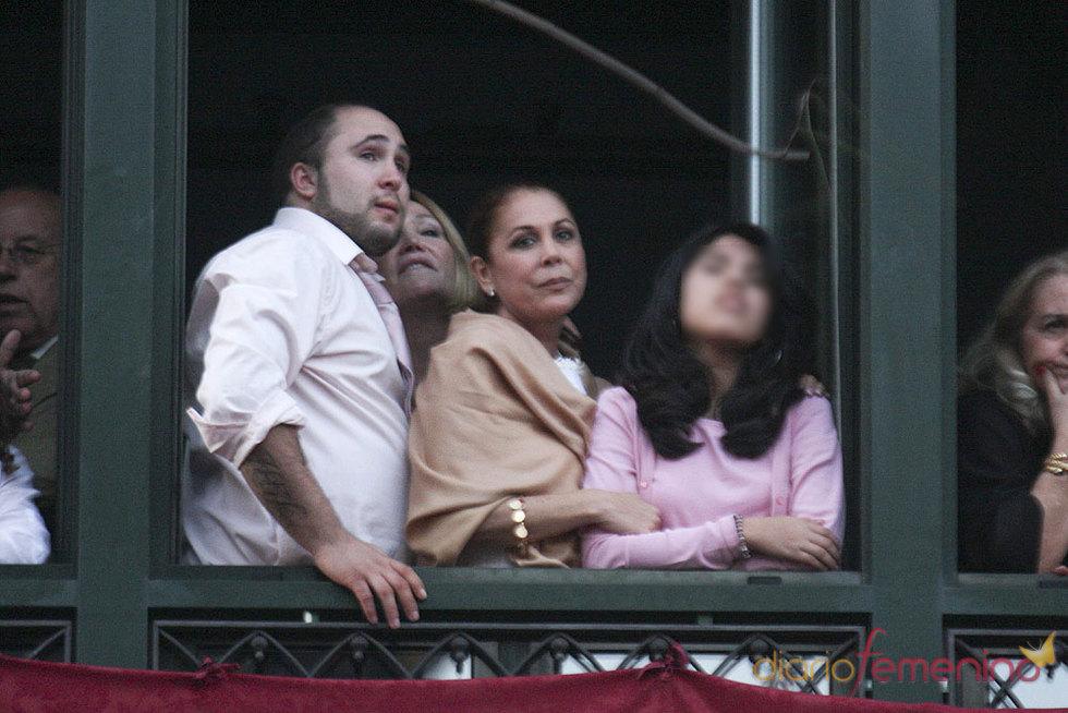 Isabel Pantoja y los hijos Paquirrin y Chabelita en Semana Santa