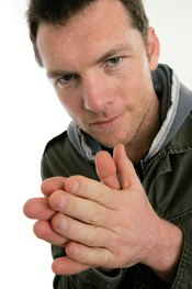 Sam Worthington se frota las manos
