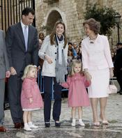 Las Infantas Leonor y Sofía en la Semana Santa de 2010