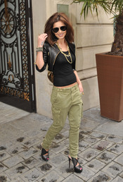 Cheryl Cole da un toque rebelde a su look