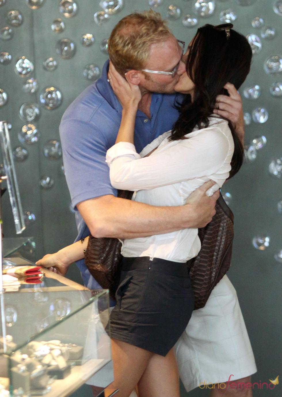 Beso de tornillo de Ian Ziering y Erin Kristine