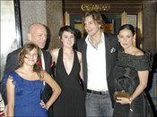 Demi Moore con sus hijos, marido Ashton Kutcher y ex Bruce Willis