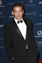 Clive Owen de smoking