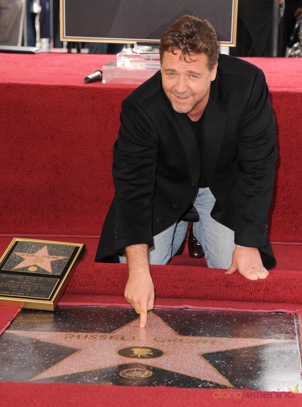 Russell Crowe toca su estrella en el Paseo de la Fama