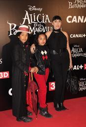 Rossy de Palma con sus hijos en el estreno de la última película de Tim Burton