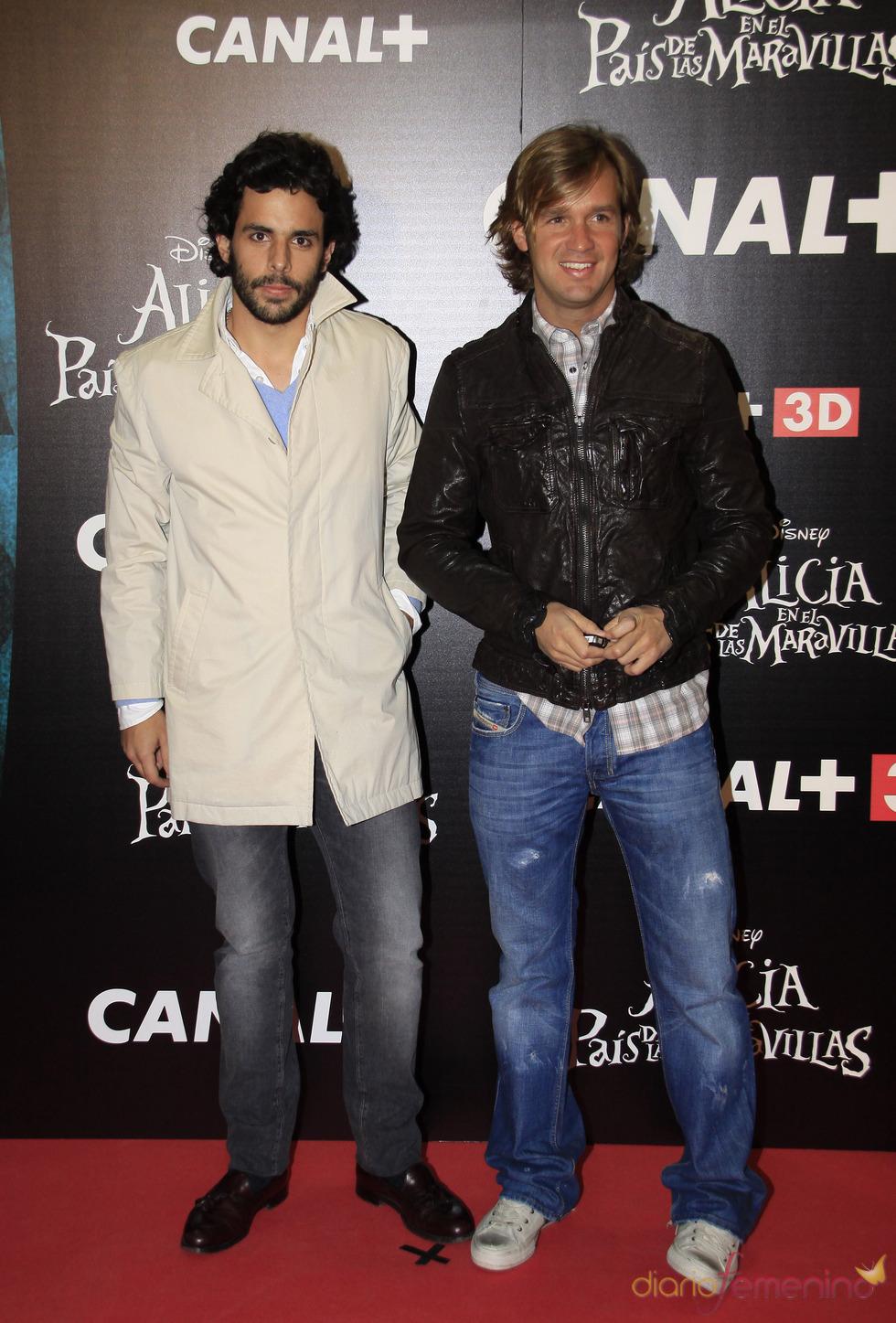 Rosauro Baro y Alonso Aznar van a ver 'Alicia en el país de las maravillas'