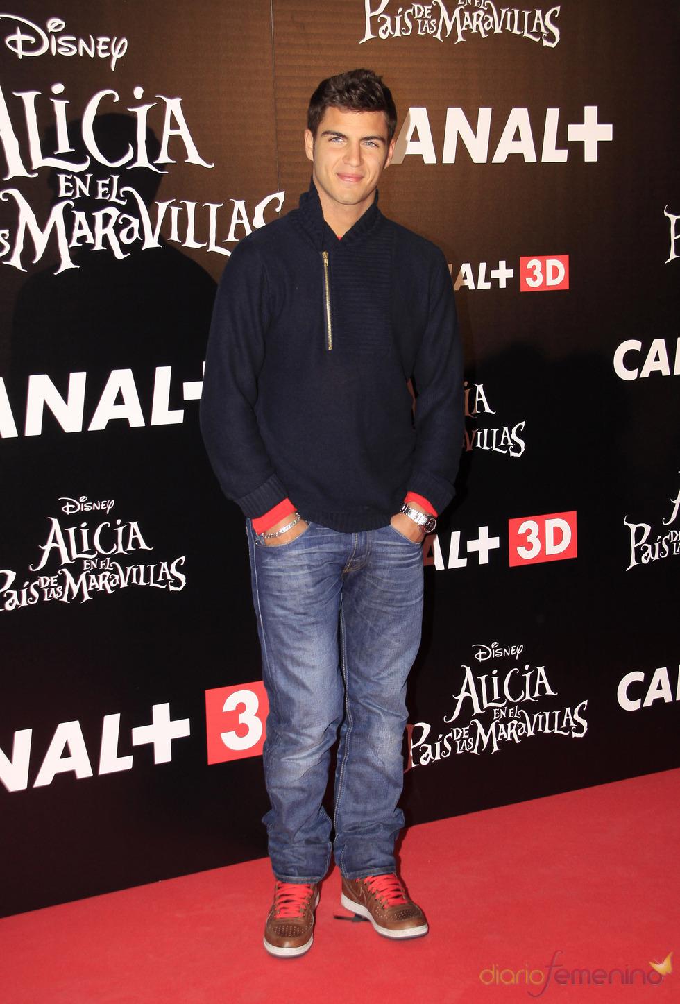 Maxi Iglesias en el estreno de 'Alicia en el país de las maravillas'