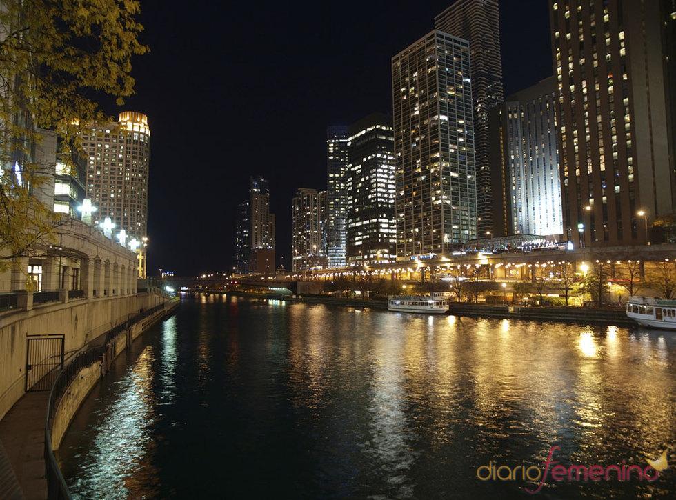 Río Chicago por la noche