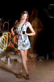Vestido con estampados inspirado en 'Alicia en el País de las Maravillas'