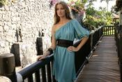 Vestido con hombro al descubierto inspirado en 'Alicia en el País de las Maravillas'