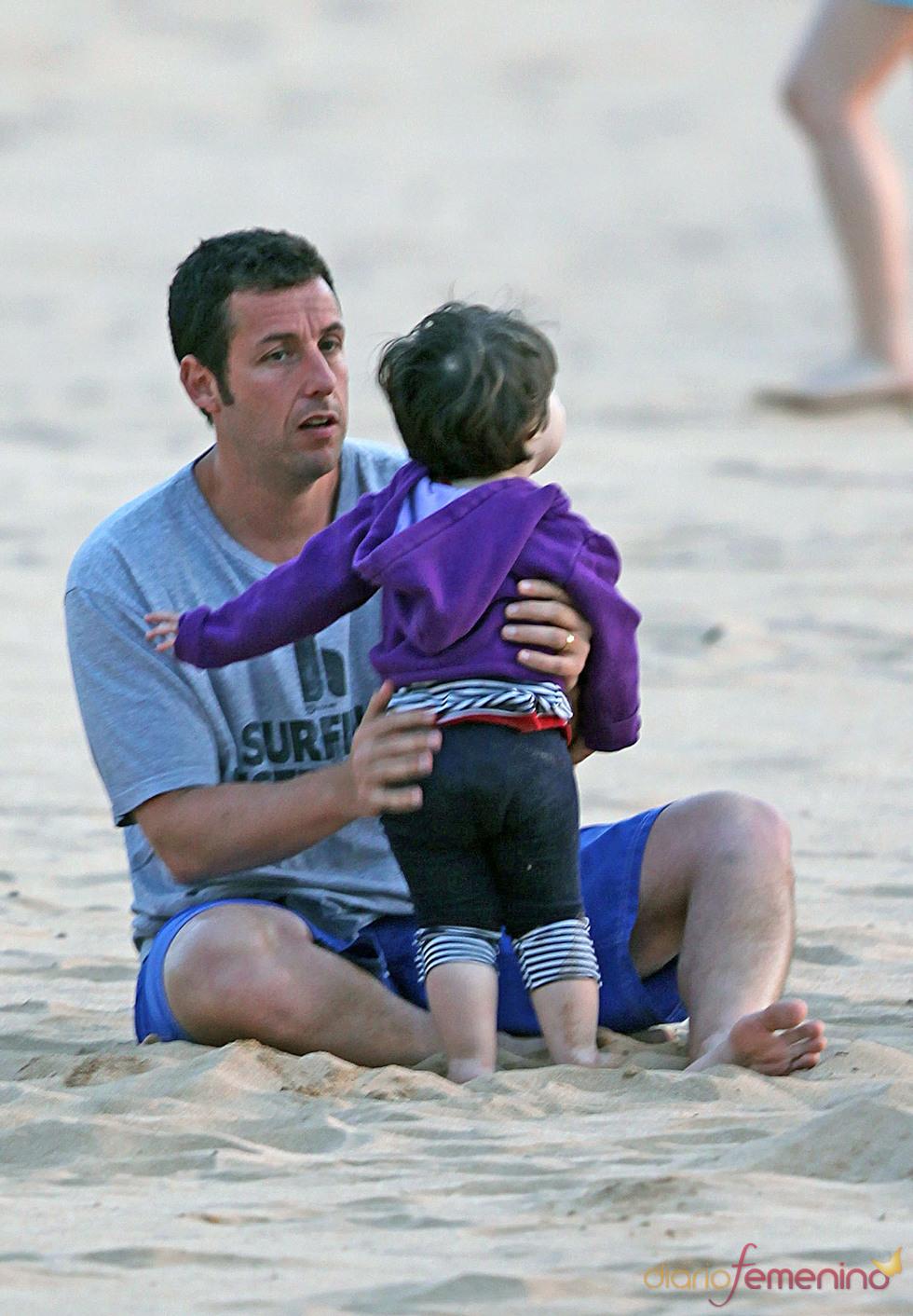 Adam Sandler con su hija Sunny Madeline