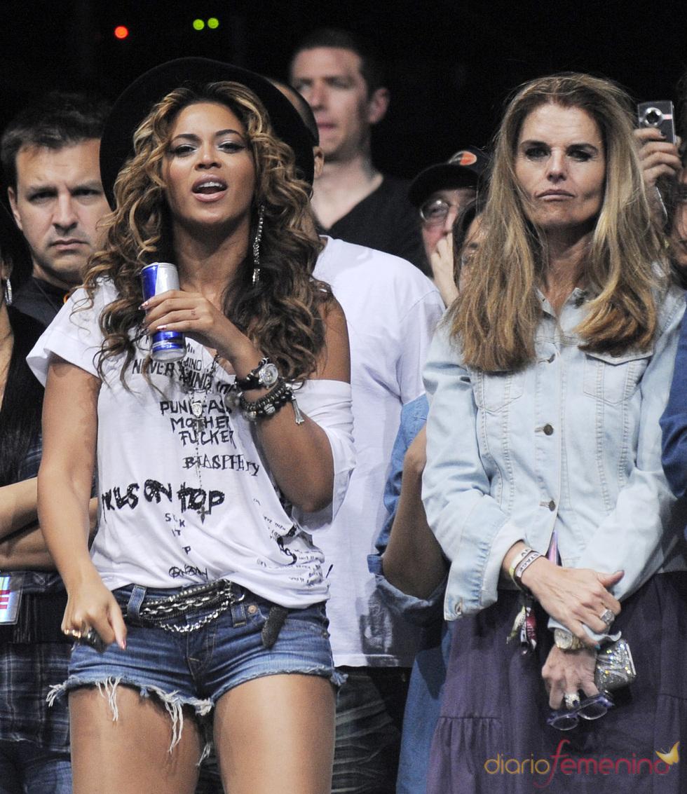 Beyoncé Knowles y Maria Shriver en el festival de Coachella