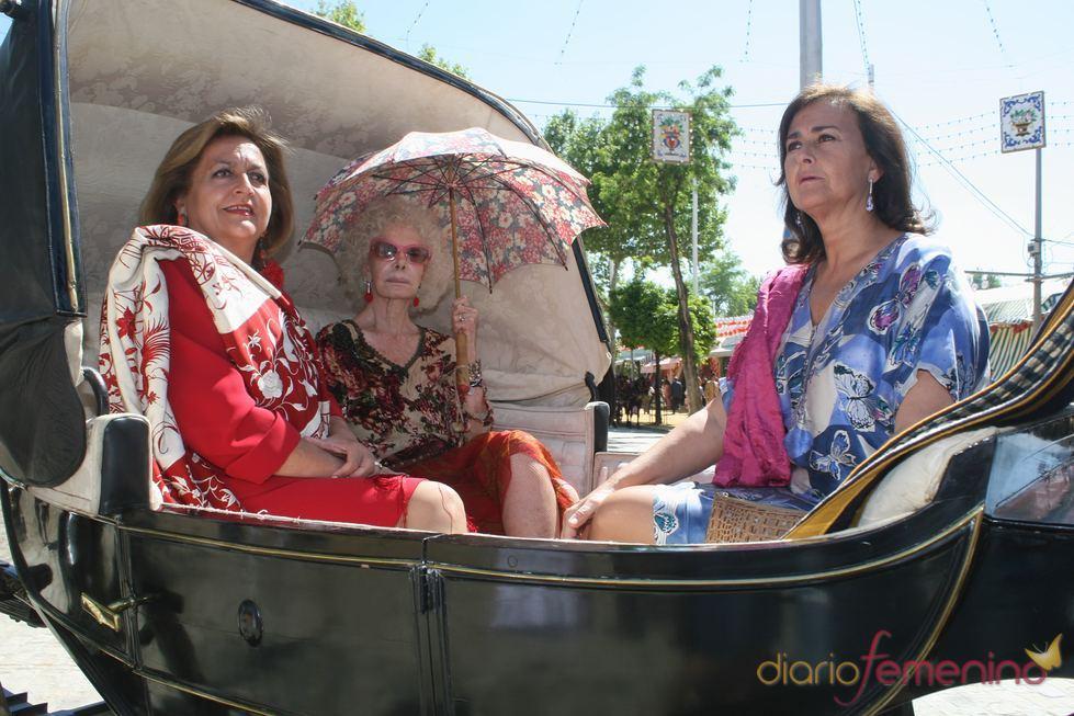 La duquesa de Alba y Carmen Tello en la Feria de Abril