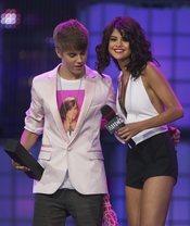 Justin Bieber y Selena Gomez en los MuchMusic Video Awards 2011