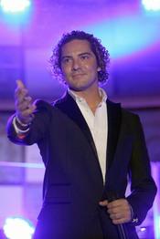 David Bisbal se emociona actuando en su concierto en Murcia