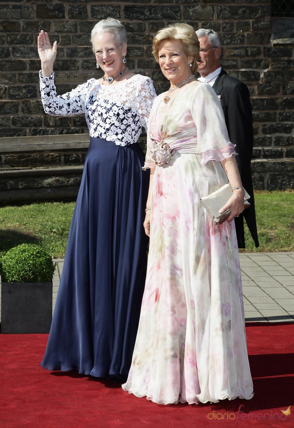 La Reina Margarita de Dinamarca y la Reina Ana María de Grecia en la boda de Natalia de Dinamarca y Alexander Johannsmann