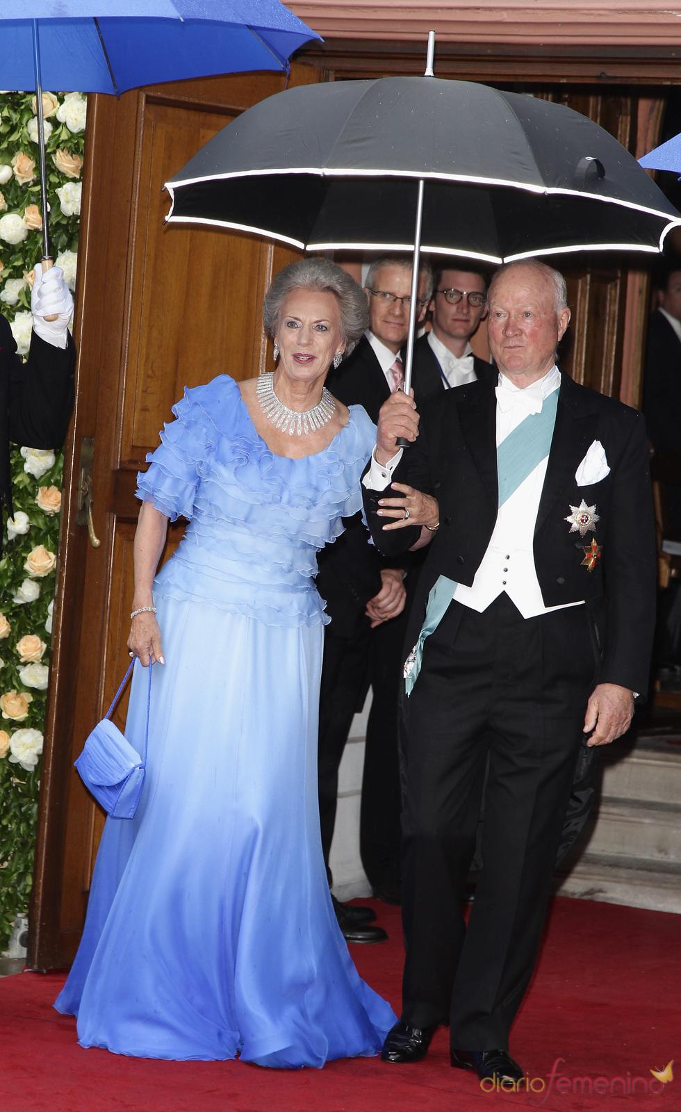 Los Príncipes Richard y Benedicta de Dinamarca en la boda de su hija Natalia