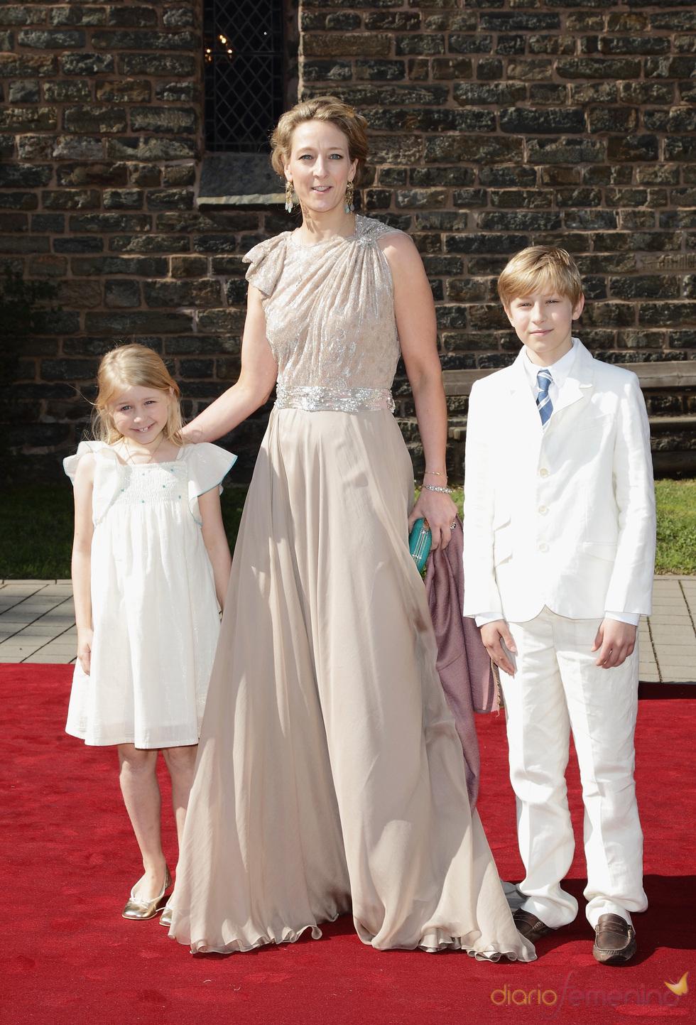 La Princesa Alexandra, la Condesa Ingrid y el Conde Richard en la boda de Natalia de Dinamarca y Alexander Johannsmann