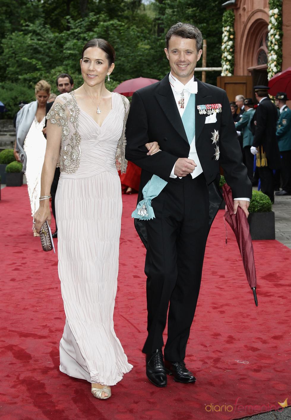 Los Príncipes Federico y Mary de Dinamarca en la boda de Natalia de Dinamarca y Alexander Johannsmann