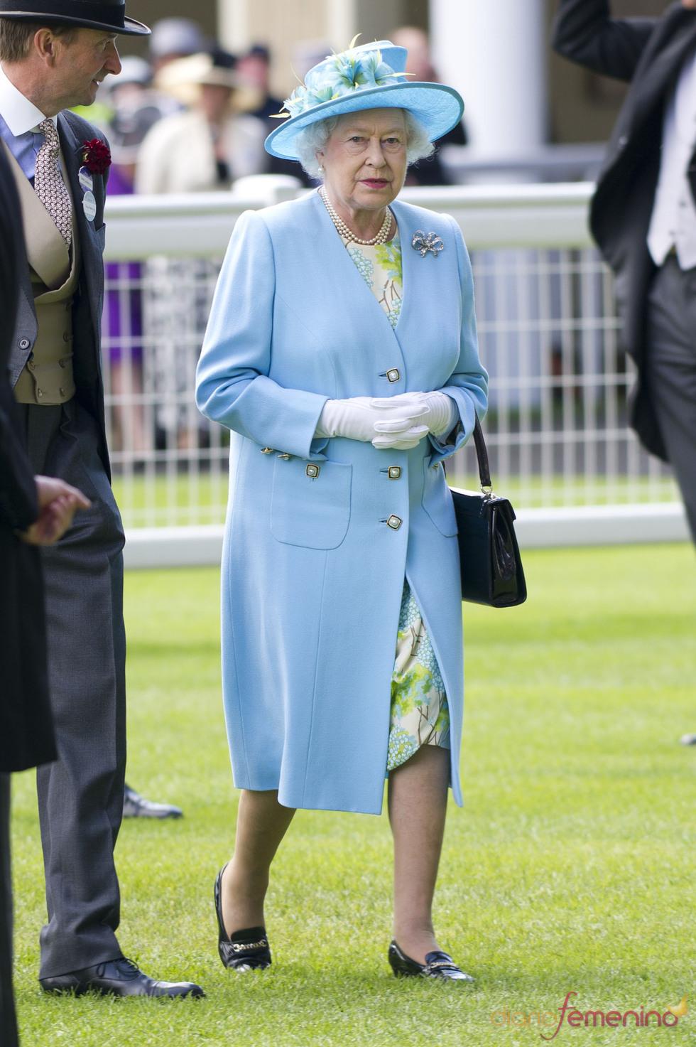 La Reina Isabel II en la clausura de las carreras de caballos de Ascot