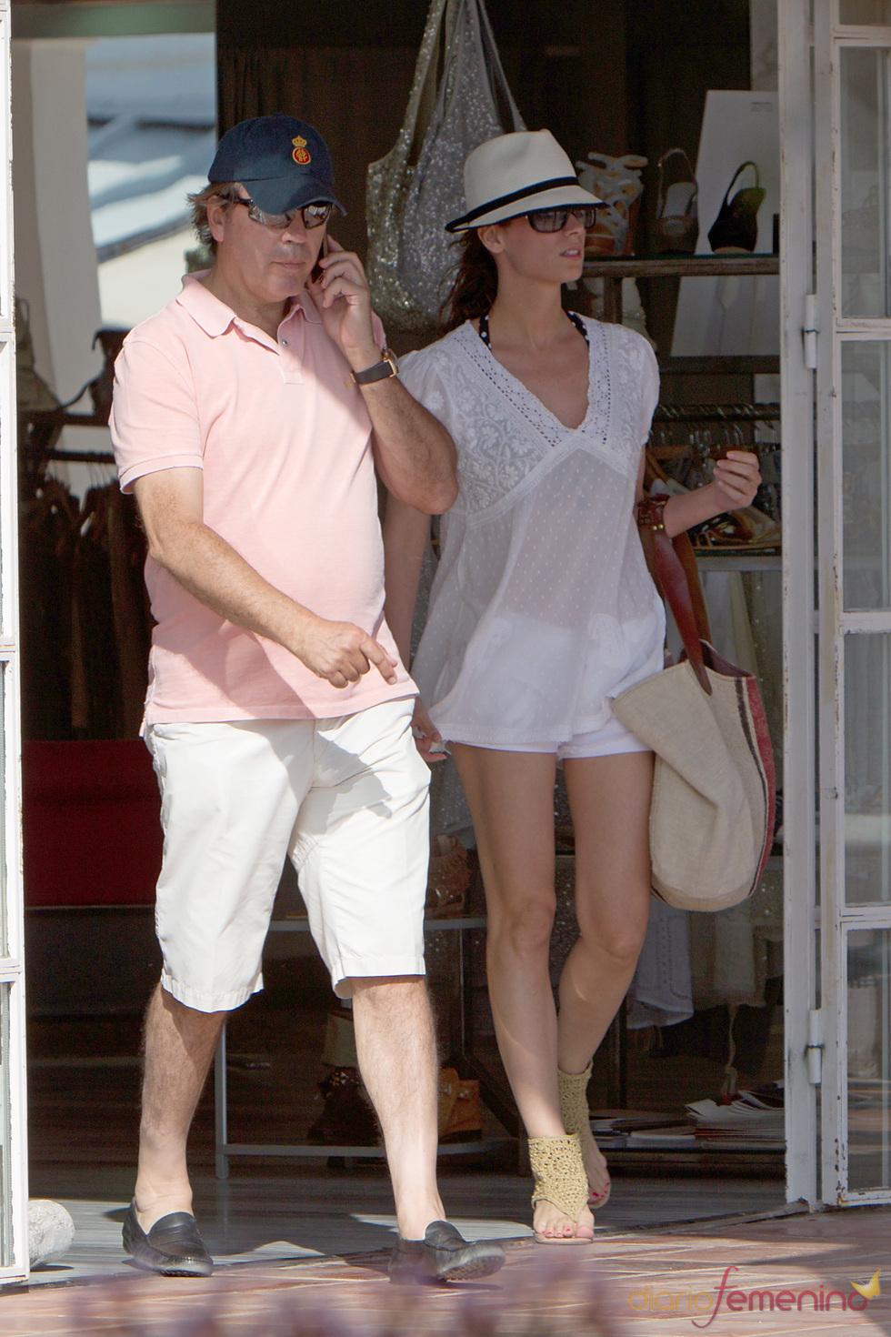 Mar Saura pasa sus vacaciones con su marido y su hija en Ibiza
