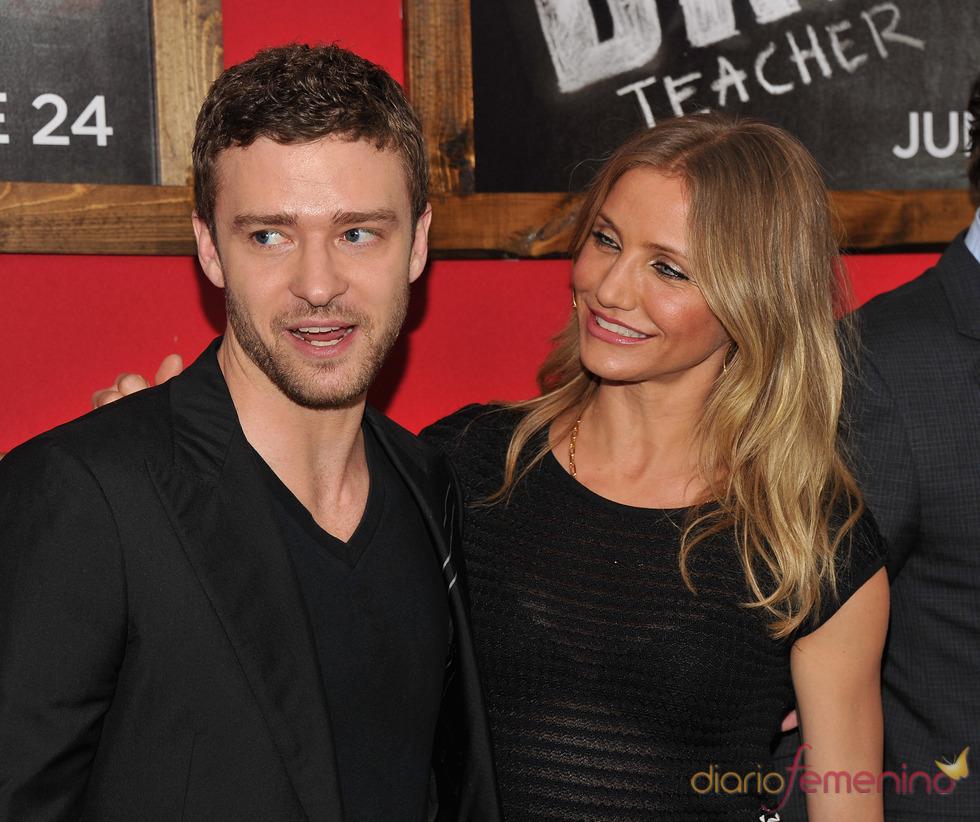 Cameron Diaz mira a Justin Timberlake en el estreno de 'Bad teacher' en Nueva York