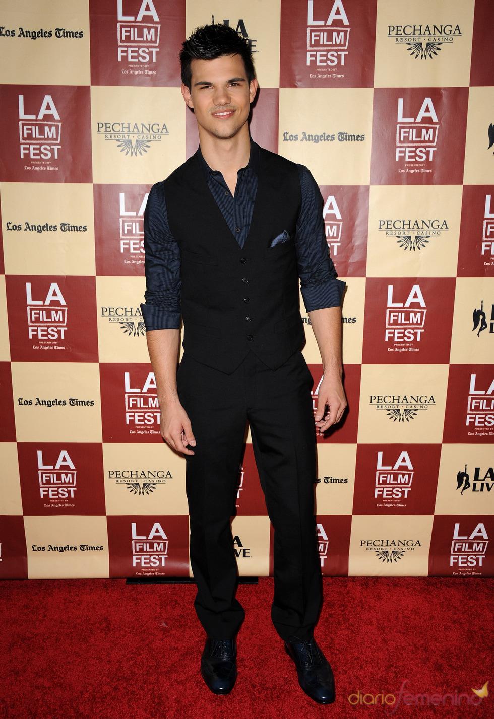 Taylor Lautner en la proyección de 'A better life' en Los Ángeles