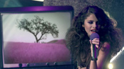 Selena Gomez, con el pelo alborotado en 'Love You Like a Love Song'