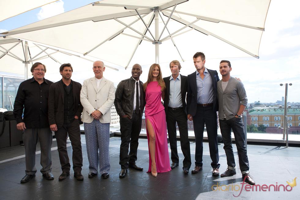 Elenco de 'Transformers 3' en la premier en el Festival de Cine de Moscú
