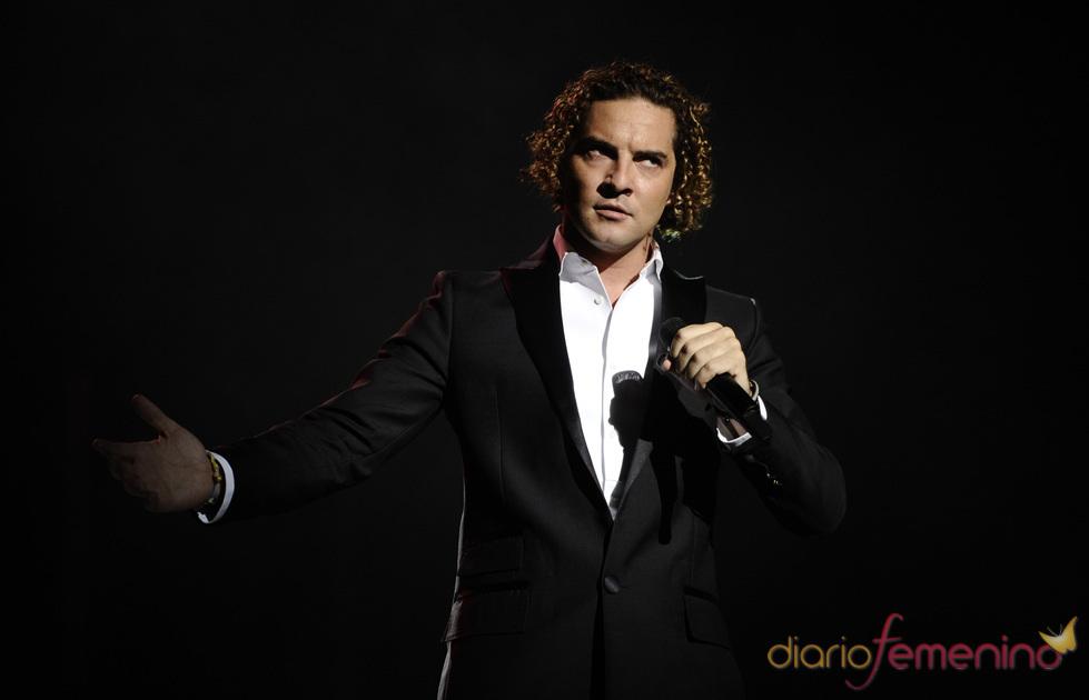 David Bisbal durante su concierto en Pamplona, el último en España