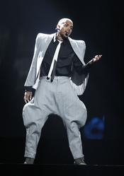 Chris Brown durante su actuación en los premios BET Awards 2011