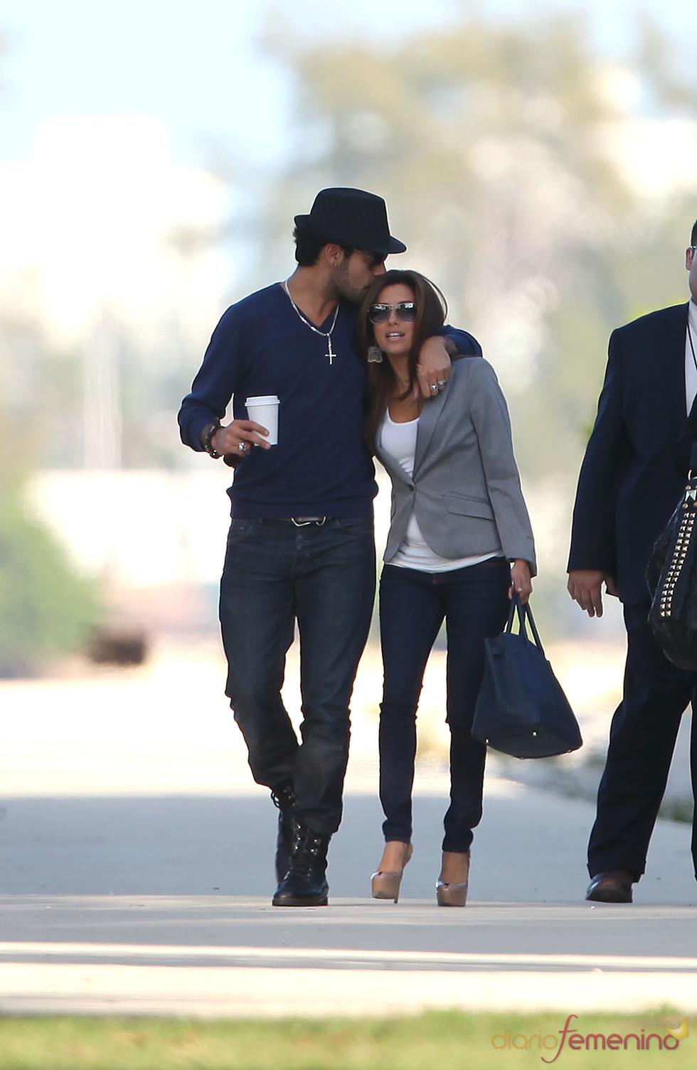 Eva Longoria y Eduardo Cruz pasean por las calles de Miami muy acaramelados
