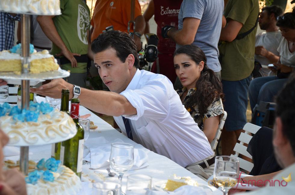 Mario Casas e Inma Cuesta ruedan una comunión en Sevilla para 'Grupo 7'