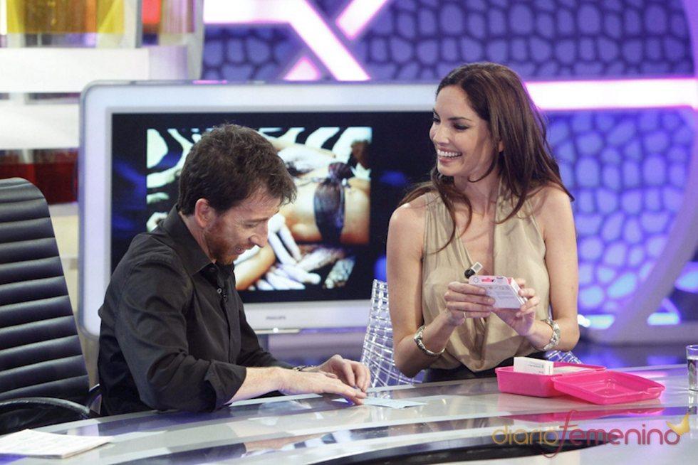 Eugenia Silva con Pablo Motos en 'El hormiguero'