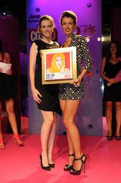 Natasha Yarovenko recoge su  Premio Pétalo de de Cosmopolitan 2011