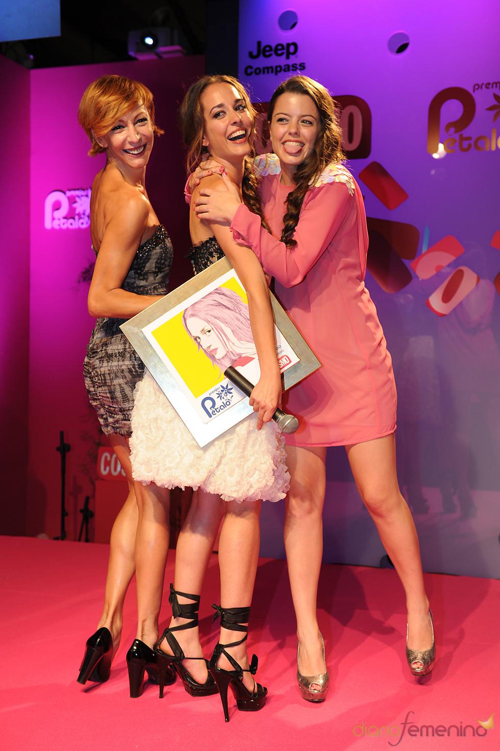 Silvia Alonso recoge su Premio Pétalo de Cosmopolitan 2011