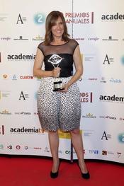 Ana Blanco Posa con su Premio de la Academia de la Televisión 2011