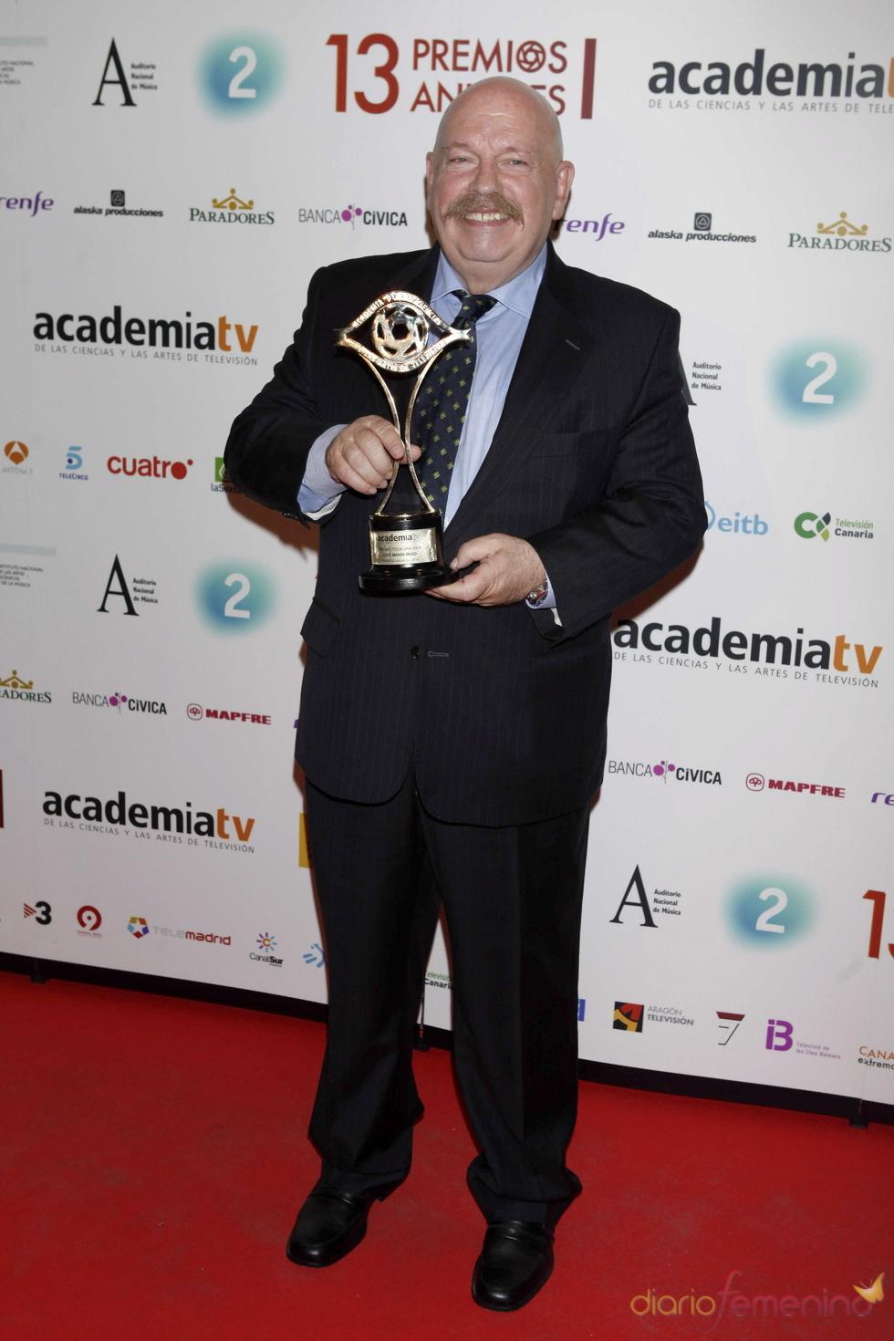 Jose María Íñigo con su Premio de la Academia de la Televisión 2011