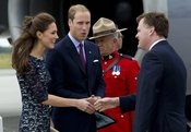 Kate Middleton y el príncipe Guillermo a su llegada a Ottawa, Canadá