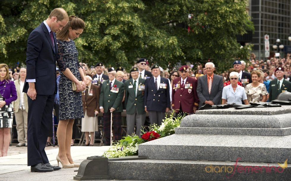 Kate Middleton y el príncipe Guillermo homenajean a los caídos en Canadá
